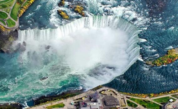 Şelaleler;doğanın sunduğu en muhteşem manzaralardan biridir.  Beyaz suların muhteşem uçurumlar üzerinden derinliklere düşmesi;şahit olan herkesi büyüler.  Niagara ve Victoria gibi dünyanın en ünlü şelalelerinden bazılarını biliyor olabilirsiniz,ancak diğerleri ne olacak ?  Bu nedenle,dünyanın her yerinden en sevdiklerimi sizler için seçtim.  Sizler için de bir sonraki tatillerinizde,yeni yerlerin kapılarını aralar.