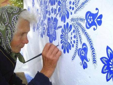 90 yaşındaki ressam köyünü sanat galerisine çeviriyor