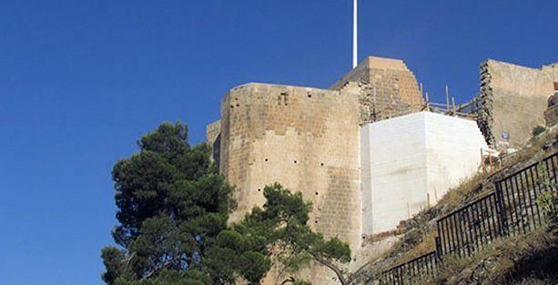 1200 yıllık Urfa Kalesi'ne 'ak' duvar
