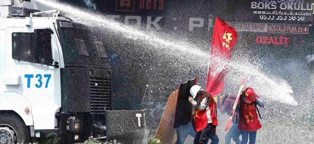 1 Mayıs Polis şiddeti dünya basınında