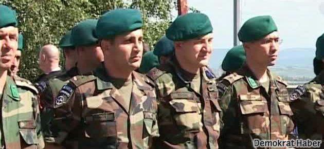 '200 Türk subayı Suriye'ye sızdı!'