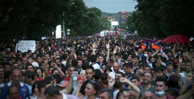 Ermenistan'daki direniş sonuç verdi: Zammı devlet ödeyecek