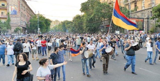Ermenistan'daki gösteriler Rusya'yı endişelendirdi