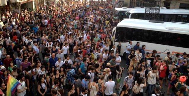 Onur Yürüyüşü için direniş: Yine 'her yer Taksim' oldu!