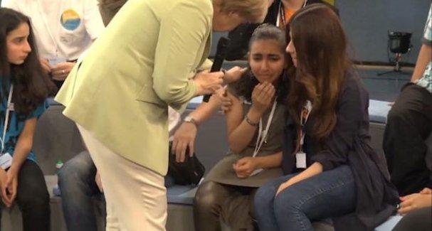 Almanya Başbakanı Merkel, Filistinli mülteci kızı canlı yayında ağlattı!