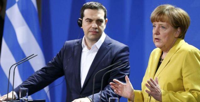 Almanya'dan Yunanistan'a: Önce referandum, sonra müzakere