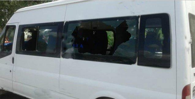Ardahan'da köylülerin içinde olduğu minibüs tarandı: 1 ölü, 2 yaralı