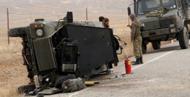 Askeri kamyon şarampole yuvarlandı: 1 er hayatını kaybetti