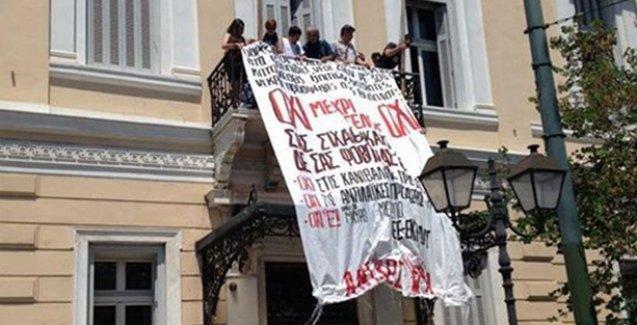 Atina'da göstericiler Avrupa Parlamentosu ofisini işgal etti