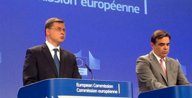 Avrupa Komisyonu: Yunanistan Euro Bölgesi'nde kalmalı