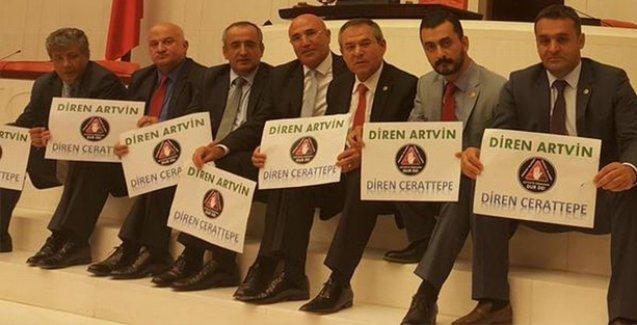 CHP'li milletvekilleri Cerattepe için 24 saatlik oturma eylemi başlattı