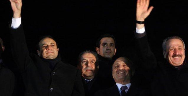 Davutoğlu'nda '4 eski bakan' açıklaması: Kimse hesap sorulamaz değildir