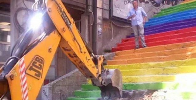Gezi'nin sembol merdivenleri yıkılıyor