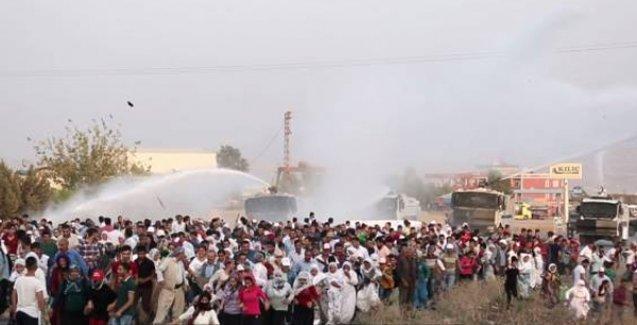 Günlerdir bekletilen cenazeler için yürüyüş düzenleyen halka polis saldırdı