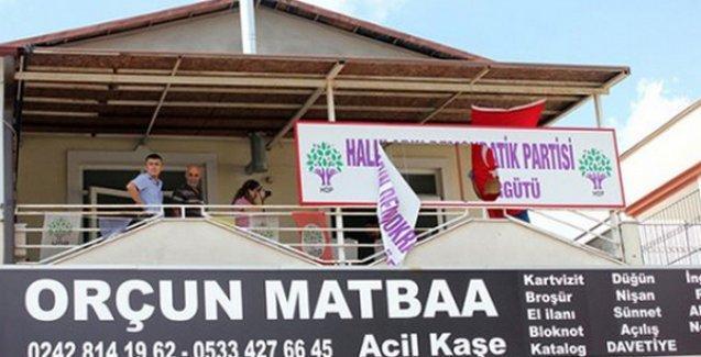 HDP binasına saldırıp, balkona not bıraktılar