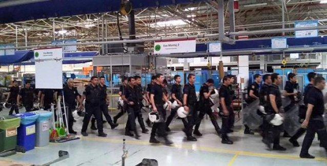 İşçi direnişinin sürdüğü Arçelik fabrikasına çevik kuvvet girdi