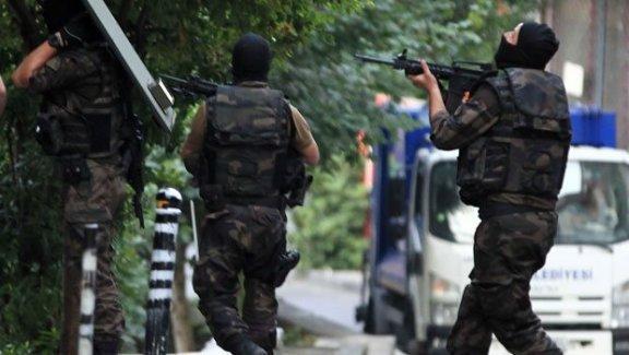 Polis İstanbul'daki operasyonda 1 kişiyi öldürdü