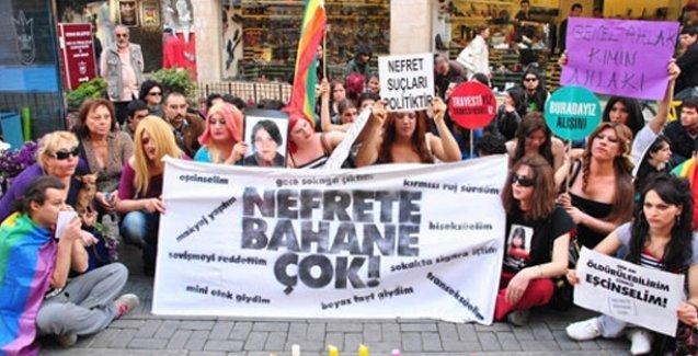 İstanbul'da homofobik saldırı: İbneler, dinsizler buraya giremez!