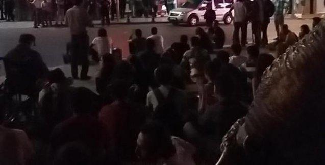 Kadıköy'de polis saldırısının ardından oturma eylemi başladı