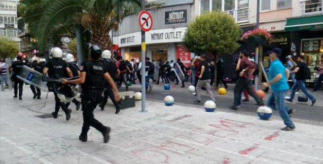 Kadıköy'deki Suruç eylemine polis 'Gördüğünüzü gözaltına alın' diyerek saldırdı!