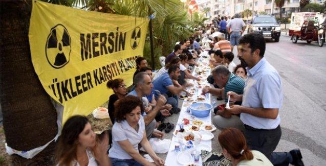 Mersin'de nükleercilerin Hilton'daki iftarına karşı 'yeryüzü sofrası' kuruldu
