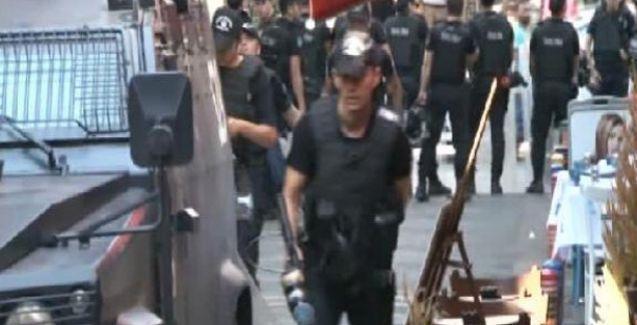 Polis Kadıköy'de kütüphane bastı