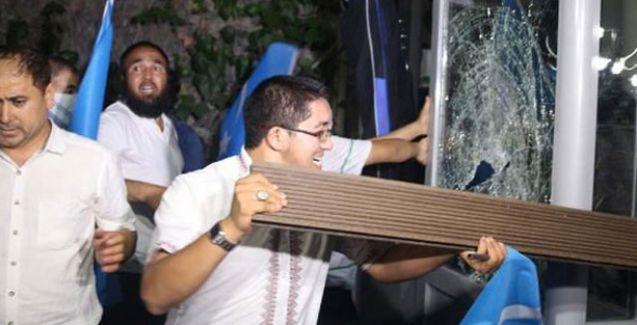 Tayland Konsolosluğu'na taşlı, sopalı saldırı