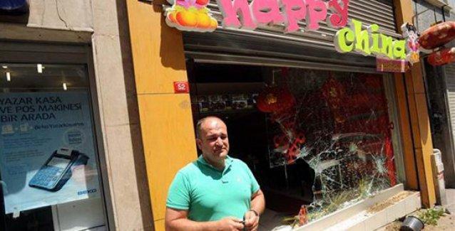 Tophane'de Uygur Türkü'nün de çalıştığı Çin lokantasına taşlı-sopalı saldırı