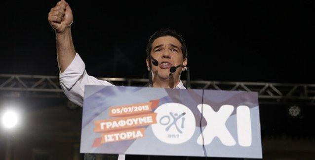Tsipras: Demokrasinin şantajlara boyun eğmeyeceğini kanıtladık