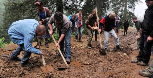 'Yeşil Yol Projesi'ne karşı çıkanlar kendi imkanları ile eski yolları onarıyor