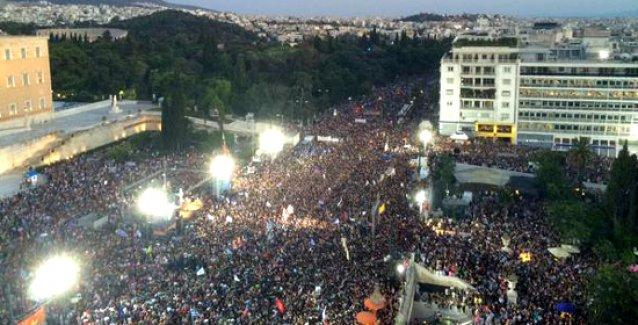 Yunanistan'da yüzbinler Sintagma Meydanı'nda 'Hayır!' demek için toplandı