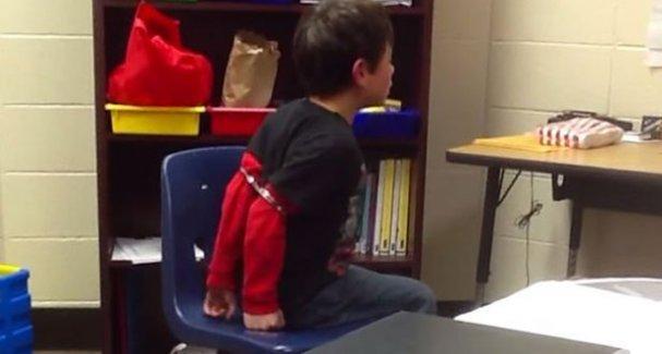 ABD polisinden 8 yaşındaki çocuğa ters kelepçe