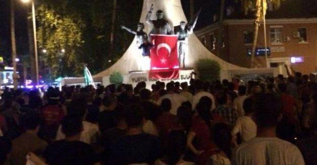Alanya'da HDP binasına saldırı: 40'a yakın kişi mahsur kaldı