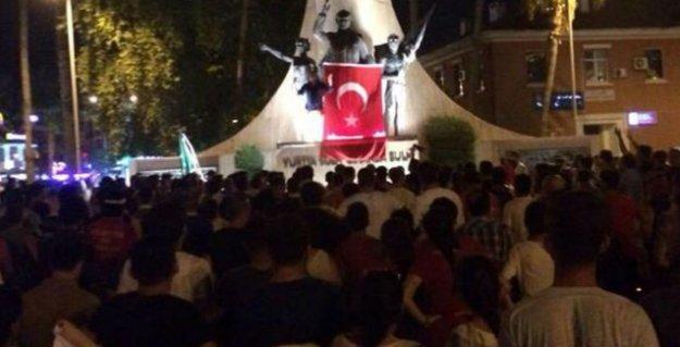 Alanya'daki ırkçı saldırı nedeniyle HDP binasında mahsur kalan 50 kişi tahliye edildi