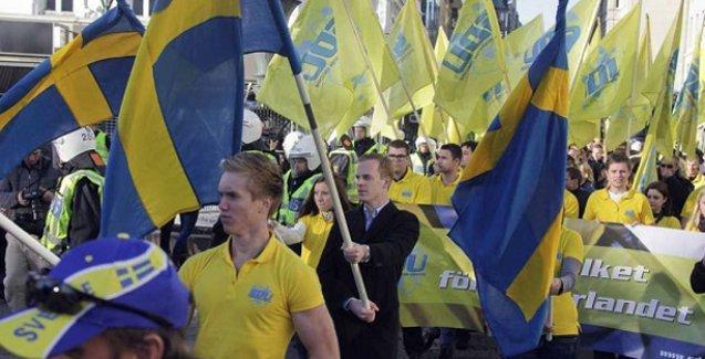 Anketlerde ırkçı parti İsveç'te en büyük parti konumunda