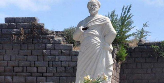 Assos'taki Aristoteles heykeli tahrip edildi