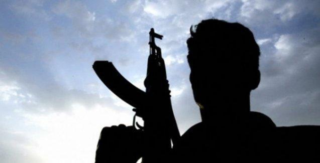 Bitlis'te jandarma ve emniyet binalarına saldırı: 1 asker yaralı