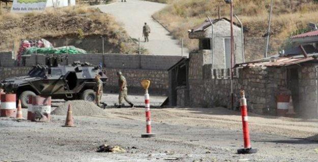 Bitlis ve Erzurum'da karakollara saldırı