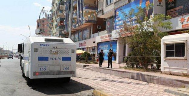 Diyarbakır AKP il binasına saldırı