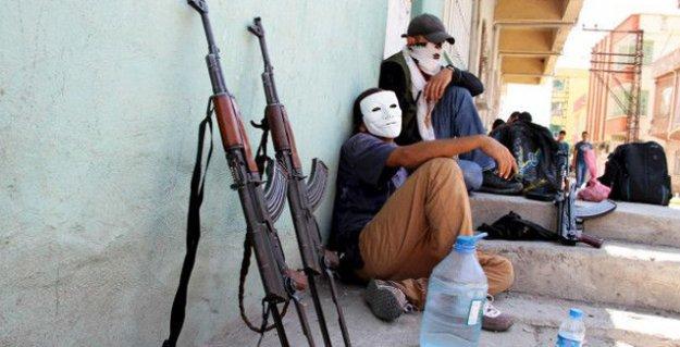 Financial Times muhabiri Cizre'den yazdı: Öfkeli Kürt gençleri artık taşa değil, silaha sarılıyor