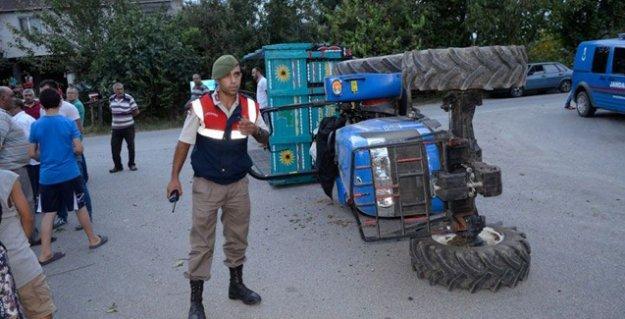 Fındık işçilerini taşıyan traktör devrildi: 18 işçi yaralı