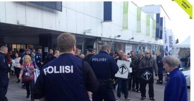 Finlandiya'da Neo Naziler AVM'ye saldırdı
