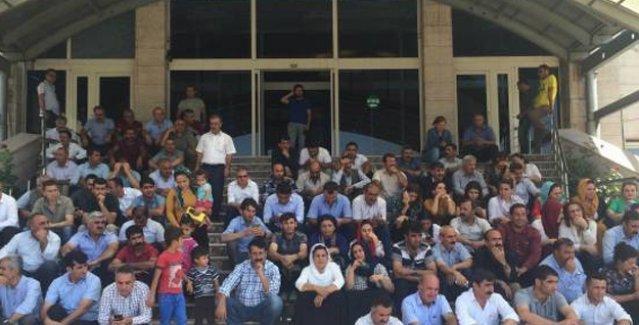 HDP'li vekiller ve DBP'liler cenazeler için valilik binalarını işgal etti