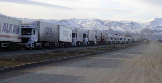 İran, Türkiye ile arasındaki 'en büyük kara geçiş kapısı'nı kapattı