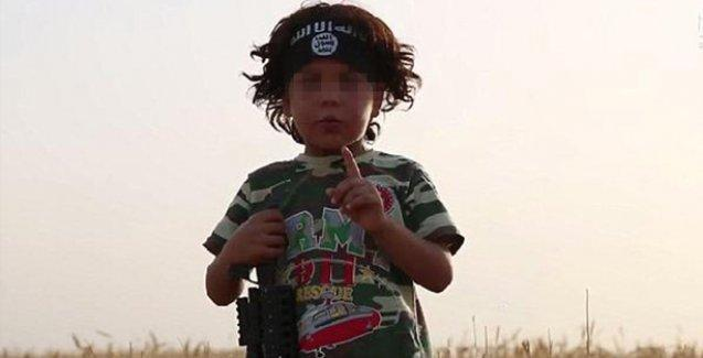 IŞİD, 4 yaşındaki çocuğu annesinin kafasını kesmesi için eğitmiş!