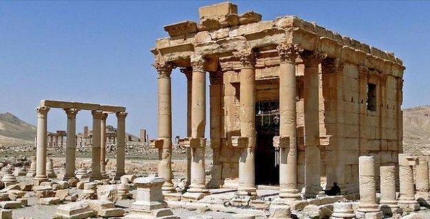 IŞİD'in Palmira'yı talanı sürüyor: Antik tapınağı havaya uçurdular