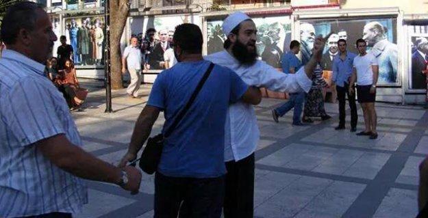 İstanbul'da tekbir ve pitbull'larla sokak müzisyenlerine saldırı: 'Yahudi marşı çalıyorlar'