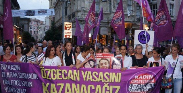 Binlerce kadın 'Özgecan Yasası' için yürüdü