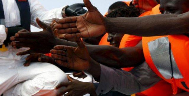 Libya açıklarında 600 göçmeni taşıyan gemi battı