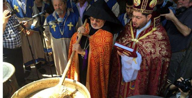 Meryem Ana Yortusu'nda eller barış için açıldı